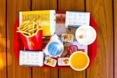 Een dienblad van geassorteerd voedsel restaur Stock Fotografie