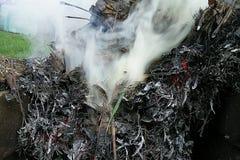 Een dikke en witte rook Stock Foto