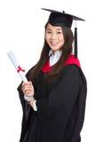 Een diploma behalend studentenmeisje met academische toga Royalty-vrije Stock Foto