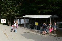 Een doopvont bij de bron` Heilige Hand ` in naam van St John Doopsgezinde dichtbijgelegen Krymsk Royalty-vrije Stock Afbeeldingen