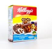 Een doos Coco-graangewas van het Lijn het zoete die ontbijt op wit wordt geïsoleerd Stock Foto