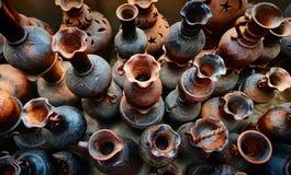 Een dorp ceramische Bau Truc, het traditionele ambacht van kleipotten binnen Stock Foto's