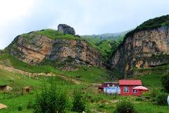 Een dorp in het gebied van zeismailli van Azerbeidzjan de lente Stock Foto