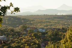 Een dorp in het midden van de bergen Royalty-vrije Stock Foto
