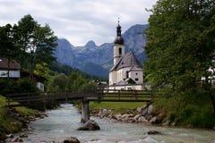 Een dorpskerk in Beieren, Duitsland Stock Afbeeldingen