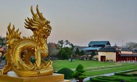 Een draakstandbeeld in de binnenbinnenplaats Keizer Stad Hué vietnam Stock Afbeeldingen