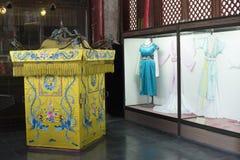 Een droom van rode herenhuizen gebruikte steunen en kostuums Royalty-vrije Stock Afbeeldingen