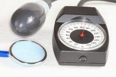 Een drukmaat, een phonendoscope. Royalty-vrije Stock Fotografie