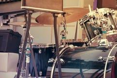 Een drumstel, een muzikaal instrument Stock Foto's