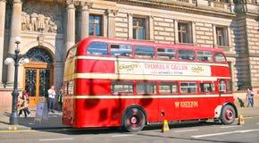 Een dubbeldekkerbus stock afbeeldingen