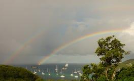 Een dubbele regenboog in de Caraïben stock foto