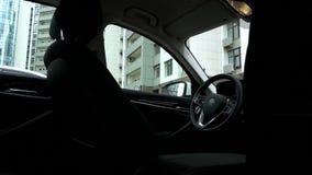Een duur auto binnenlands close-up stock videobeelden