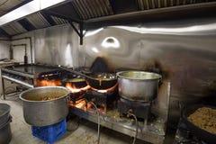Een Echte Grungy Vuile Restaurant Industriële & Commerciële Keuken e royalty-vrije stock afbeelding