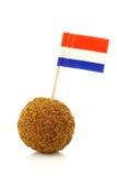 Een echte traditionele Nederlandse snack riep bitterbal stock foto's