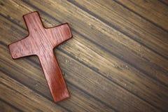 Een Eenvoudig Houten Kruis op een Houten Achtergrond Royalty-vrije Stock Foto