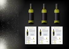 Een eenvoudig ontwerp van realistische flessen van wijn en wijnkaarten met beschrijvingen en kenmerken van de wijn op een zwarte Royalty-vrije Stock Foto