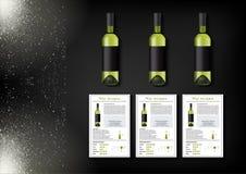 Een eenvoudig ontwerp van realistische flessen van wijn en wijnkaarten met beschrijvingen en kenmerken van de wijn op een zwarte Stock Foto's