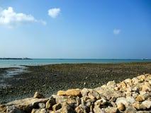 Een eenzaam strand op het Masirah-eiland Stock Foto's
