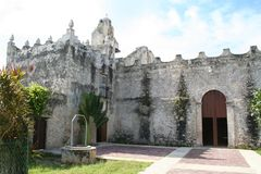 Een een eeuw oude kerk in Yucatan royalty-vrije stock fotografie