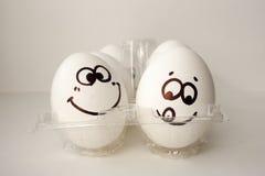 Een ei met een gezicht Grappig en zoet Twee Eieren stock afbeelding