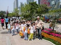 Schoolkinderen die in Seul lopen Royalty-vrije Stock Foto's