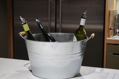 Een emmer Australische wijn stock afbeeldingen