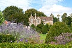 Een Engels huis van de Tuin stock fotografie