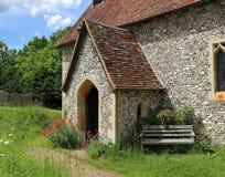 Een Engelse Kerk en een Toren van het Dorp stock afbeeldingen