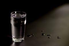Een enkel glas water Royalty-vrije Stock Foto's