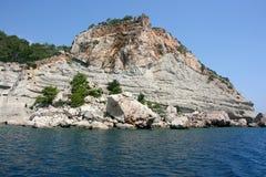 Een exotische plaats voor het duiken Blauwe overzees en rotsen Stock Foto's
