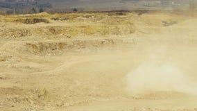 Een explosie in een rotssteengroeve stock videobeelden