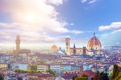 Een fabelachtig panorama van Florence van Michelangelo Square bij zonsondergang Het is een bedevaart van toeristen en romantics D royalty-vrije stock afbeeldingen