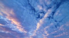 Een fabelachtige hemel van het avondlandschap Stock Foto