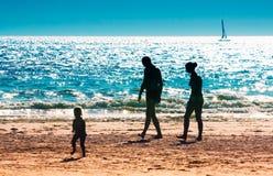 Een familie op het strand Royalty-vrije Stock Fotografie