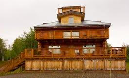 Een fantasievol hotel naast de yukonrivier bij adelaar stock foto
