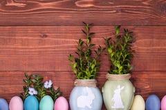Een feestelijke Pasen-samenstelling Mening van hierboven concept de lente en het feest van de Pascha Royalty-vrije Stock Foto's