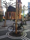 Een fiets in Hauptwache wordt geparkeerd die Royalty-vrije Stock Foto's