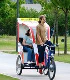 Een fietstaxi, Berlijn, Duitsland Royalty-vrije Stock Foto's