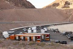 Een filmbemanning filmt een GMC-Vrachtwagen Commercieel bij Hoover-Dam in Boulde Royalty-vrije Stock Foto