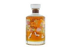 Een fles van Suntory oude Hibiki 17 jaar geïsoleerd op wit Stock Foto