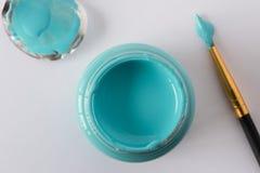 Een fles van turkooise blauwe verf Royalty-vrije Stock Foto