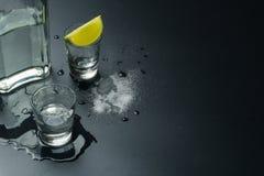 Een fles van zilveren tequila royalty-vrije stock foto's