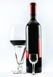 Een fles wijn en drie glazen - samenstelling Stock Foto