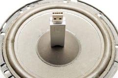Een flitsaandrijving USB en spreker Stock Foto