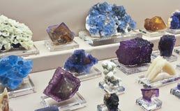 Een Fluorietinzameling bij de Gem van Tucson en Mineraal toont Royalty-vrije Stock Foto's