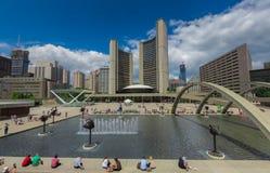 Een fontein binnen de stad in Royalty-vrije Stock Foto's