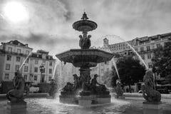 Een fontein die met verhalen stromen stock fotografie