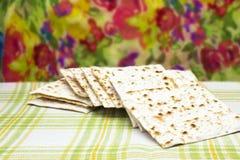 Een foto van Joods Matzah-brood Matzah voor de Joodse Paschavakantie Selectieve zachte nadruk royalty-vrije stock afbeelding