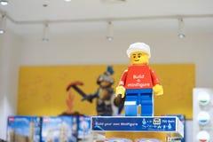 Een foto van LEGO-minifigure zachte nadruk LEGO-de tak van opslagbangkok opent in Thailand in 1 Dec, 2018 Lego, a royalty-vrije stock foto