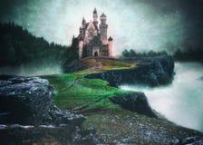 Een fotomanipulatie van een kasteel boven de wolken in magisch s Stock Fotografie